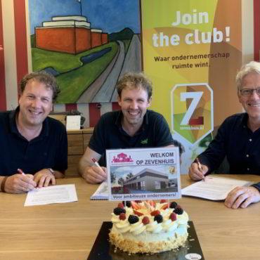 B4 Vastgoed tekent koopcontract Zevenhuis